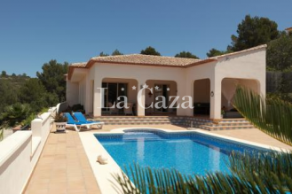 Beautiful detached villa near the village of Benissa with great views over the Jalon valley.