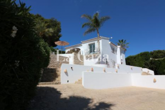 Comfortable detached house of all luxury with private pool.