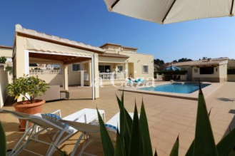 Great holiday villa with beach within walking distance and free Wi-Fi.