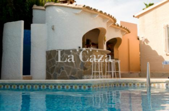 Villa with private pool. Two families? Perfect! and walk to the center and beach of Calpe.